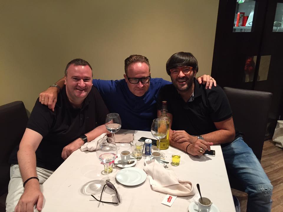 Fernando Vega Hernández compartiendo mesa con sus idolatrados Ismael Rivas y Wally López