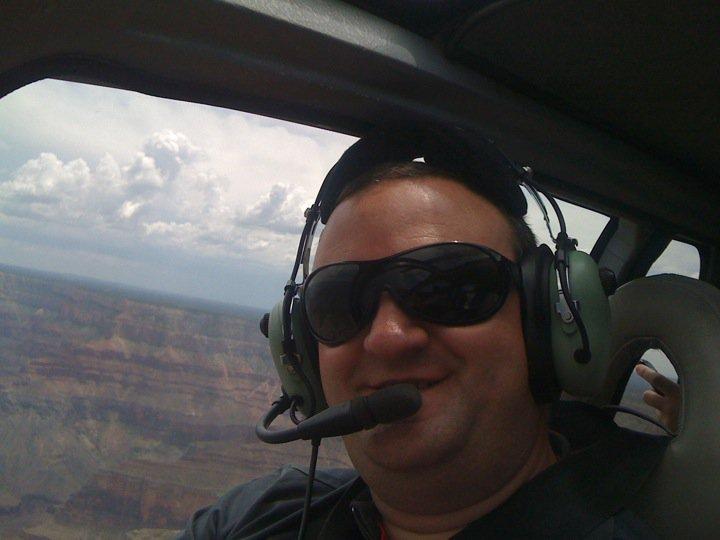 Fernando Vega sobrevolando el cañón del colorado
