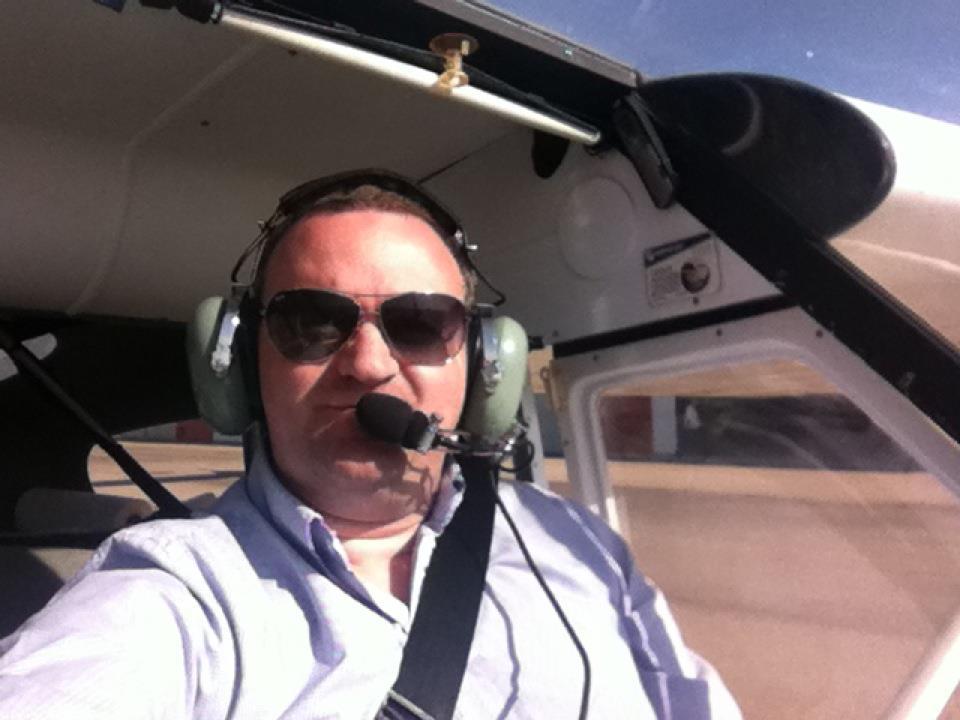 Fernando V. Hernández aprovecha su tiempo libre para pilotar cada vez que tiene ocasión